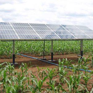 Sistema de irrigação usando energia solar.